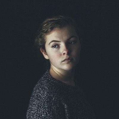 2. Портрет молодой девушки Сары