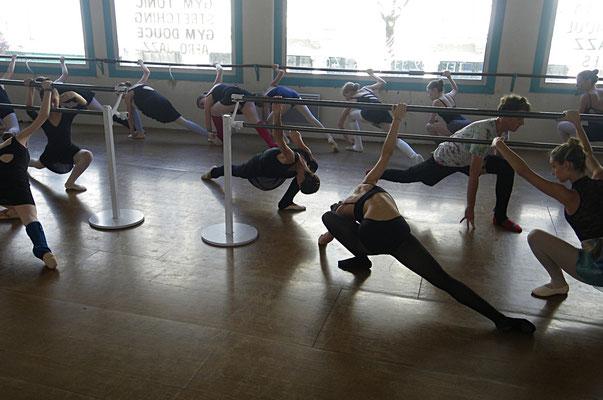 Cours de danse CLASSIQUE ados adultes le lundi 18h30 à 20h.