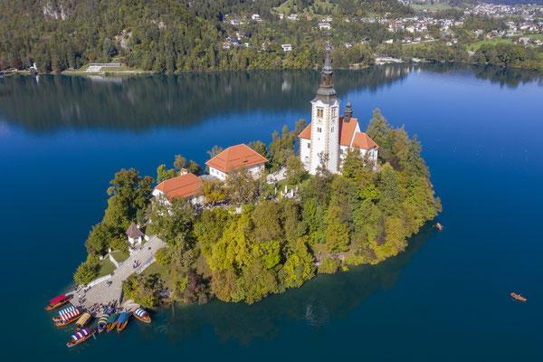 """Unser erstes Ziel ist die kleine Insel im """"Bleder"""" See."""