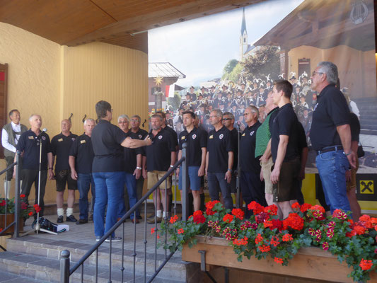 3. Tag: Wir nehmen mit einigen Liedern Abschied von Kirchberg.