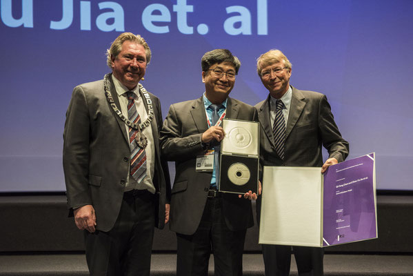 Editors' Medal '18: From left to right: Prof. Morgan (CIRSE President), Prof. Yang (awardee), Prof. Hausegger (CVIR EiC)