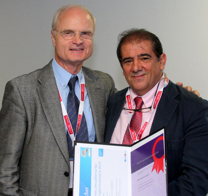 Most Reviews Carried Out in 2012: From left to right: Prof. Günther (Past CVIR EiC), Prof. de Gregorio (awardee)