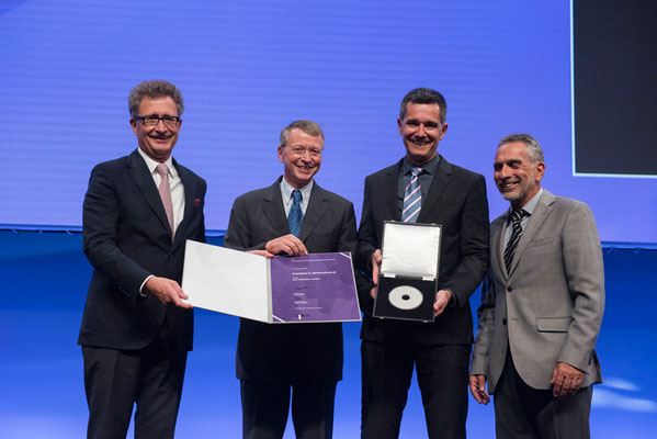 Editors' Medal '17: From left to right: Prof. Vorwerk (Past CVIR EiC), Prof. Hausegger (CVIR EiC), Prof. Francisco Carnevale (awardee), Prof. Brountzos (CIRSE Past President)