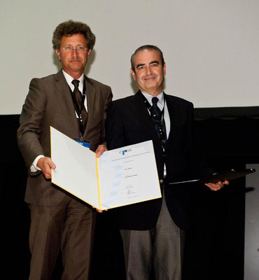 Editors' Medal '10: From left to right: Prof. Vorwerk (Past CVIR EiC), Prof. Bilbao (awardee)