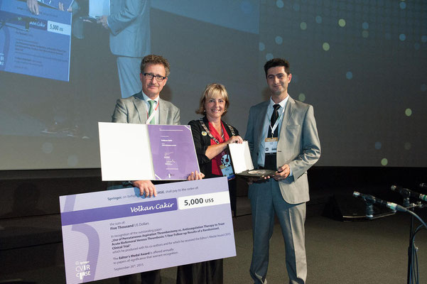 Editors' Medal '15: From left to right: Prof. Vorwerk (Past CVIR EiC), Prof. Belli (CIRSE Past President), Dr. Cakir (awardee)