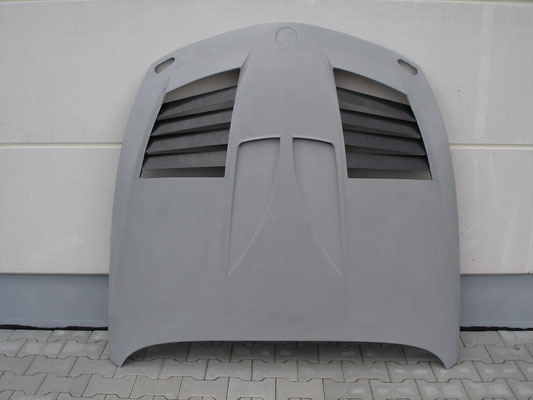 Motorhood with air-opening