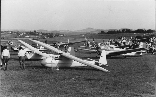Vogt Lo 100 Zwergreiher - D-5406 - c/n 17 + Schleicher K 8B/KM48 - D-KARB - c/n 8061 + Scheibe SF-25B Falke - D-KABR - c/n 46119 + weitere Teilnehmer Motorsegler-Sternflug (SF-25B + RF-5)