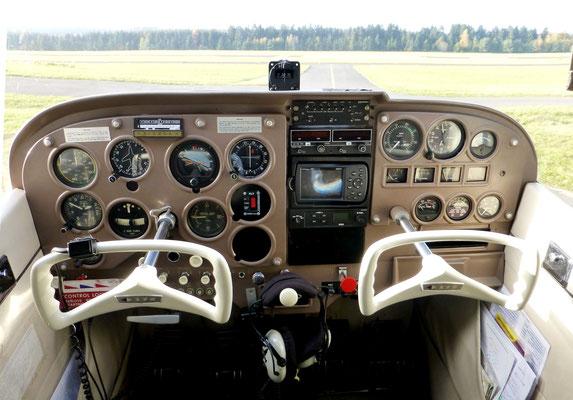 Das Cockpit versprüht noch den Charme der 60er-Jahre