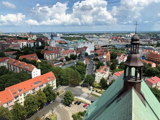 Blick von der Jakobskathedrale auf das Schloss, die Oder, Yachthafen
