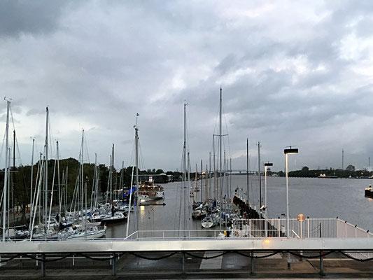 Brunsbüttel, Blick auf Yachthafen und Kiel Canal, NOK