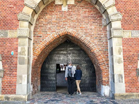 Eingang zur Peinkammer und Stockturm in dem sich das Bernsteinmuseum befindet.