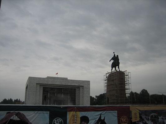 Statue de Manas