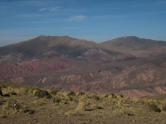 A flanc de montagne, piste de Santa Ana pour se rendre en Bolivie