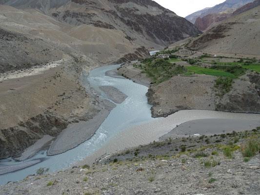 A gauche la rivière Tsarap, à doite la rivière Kargyag