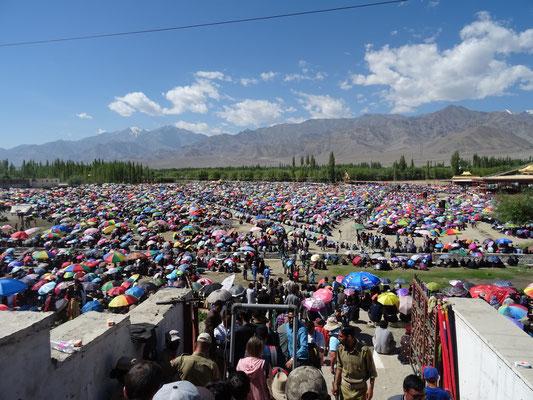 La foule à Choglamsar pour écouter le Dalaï-Lama