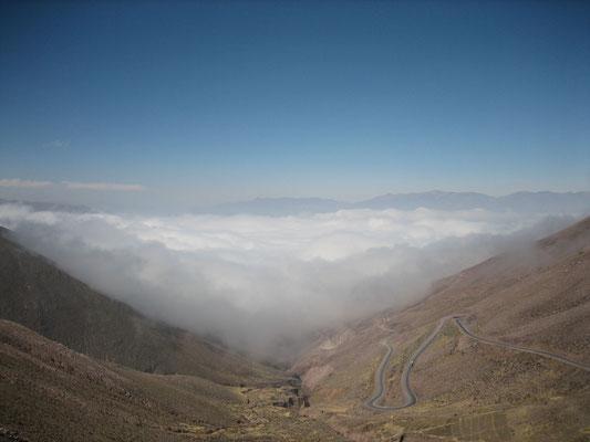 Route de montagne montant à plus de 4600m