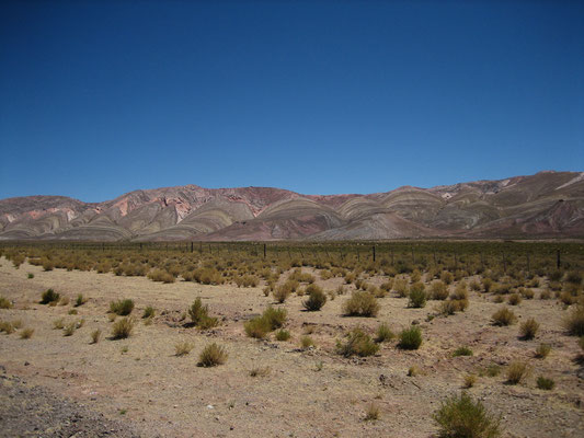 Toujours un environnement géologique étonnant sur la route d'Abra Pampa