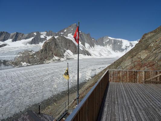 Terrasse du Finsteraarhornhütte
