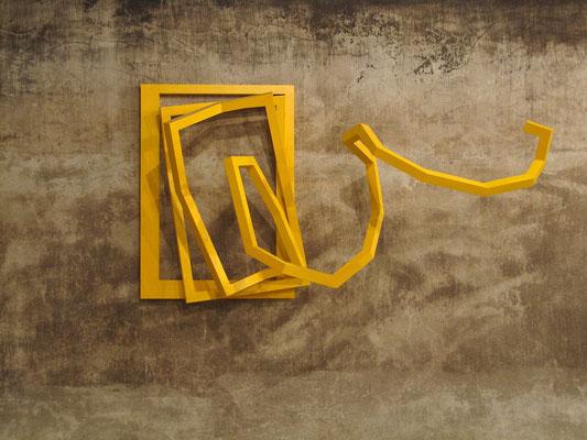 gelber ausflug holzkontruktion acrylfarbe