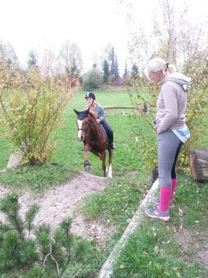 "Sabrina mit ihrem Ponywallach ""Bolero"" beim VS Training..."