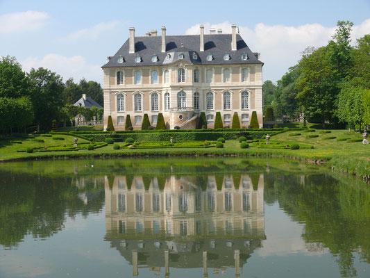 VENDEUVRE - Le chateau et son musée des miniatures - 26 km