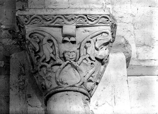 Intérieur : pile sud-est de la croisée, chapiteau
