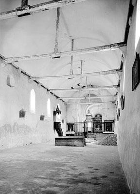 Intérieur : nef vers le nord-est, en cours de restauration