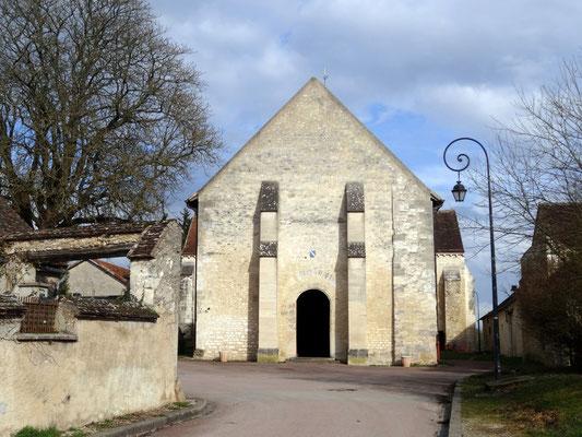 Façade ouest de l'église romane de Saint Cydroine