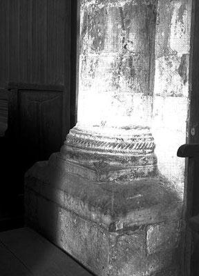 Intérieur : pile nord-est de la croisée, base de colonne engagée