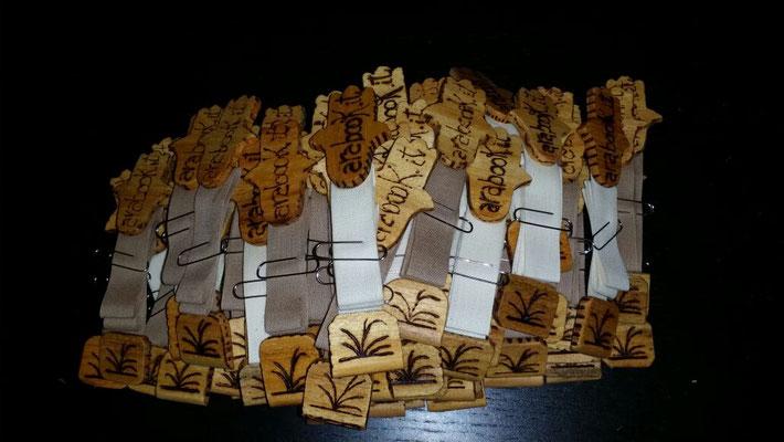 Segnalibro in legno e stoffa