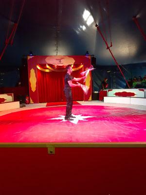 Matthias jongliert mit Keulen!