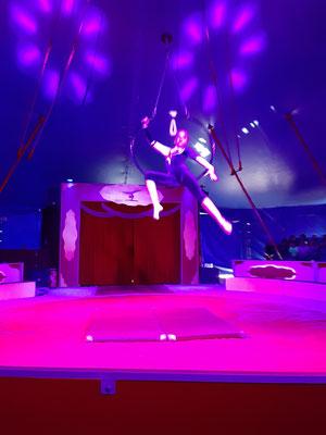 ... mit Akrobatik am Ring