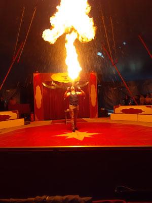 Und wohl am eindrücklichsten: wie Matthoas Feuer spuckt!