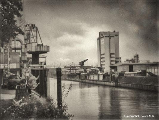 """Duisburg Hafen, digitales """"Glasdia"""", aufgenommen mit Nikon D750 und Holga-Lens"""