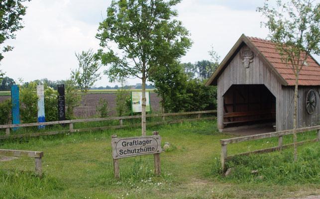 """Die """"Graftlager Schutzhütte"""" bot etwas Schutz während eines vorüberziehenden Regenschauers."""