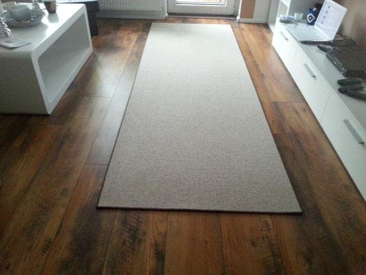 Teppich, Brücke, Läufer aus 100% Schurwolle  mit schokoladenbraunem Einfassband ca. 298cm x 99cm