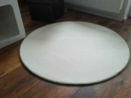 Uni-Velours-Teppich mit Vlies-Rücken mit apfelgrünem Einfassband ca.110 cm im Durchmesser