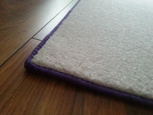 Teppich, Brücke, Läufer in weiß / lila aus 100% Polyamid mit lavendelfarbenen Einfassband ca. 268 cm x 95 cm