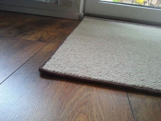 Teppich , Brücke , Läufer aus 100% Schurwolle mit Vlies-Rücken mit schokoladenbraunem Einfassband ca. 94,5cm x 90cm