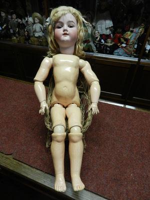 Poupée Armand Marseille (Allemagne) 390, taille 11, corps à boules, yeux dormeurs, restaurée