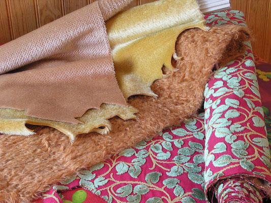Choix des pièces de peluches de Mohair et de tissus