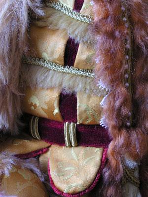 Le Courtisan au Costume d'Or - détail du costume aux petits crevés