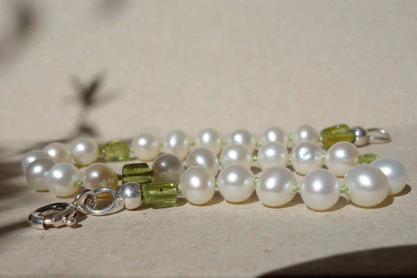 Perle mit Peridot, Kette