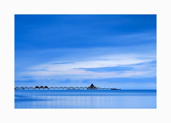Blaue Stunde  - Um  solche  einmaligen Lichterstimmung zu  erleben muss man sehr früh aufstehen.   Bildgröße: 30 x 45 cm       Bildnummer:   002 / K
