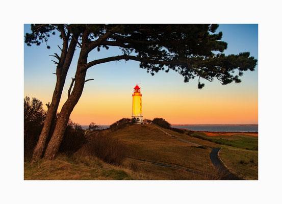 angestrahlt - Der Leuchtturm auf Hiddensee angestrahlt von der aufgehenden Sonne. Bildgröße: 30 x 45 cm       Bildnummer:   003 / K