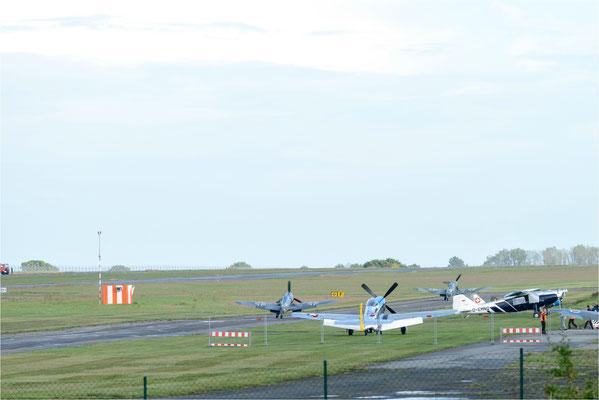 Bf-109 G14 und Bf-109 G6 rollen zum Start