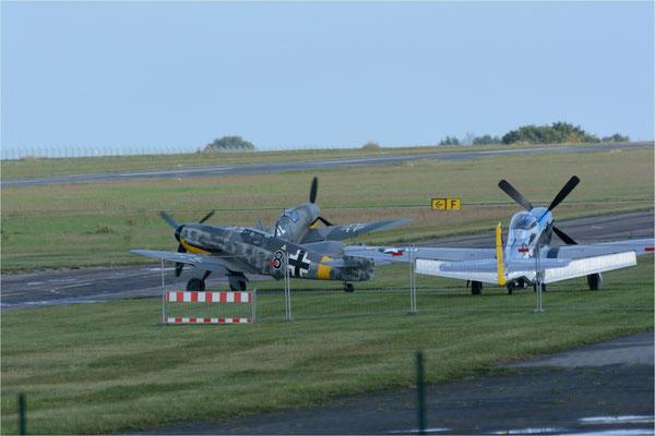 Bf-109 G6 und Bf-109-G14 rollen zum Start