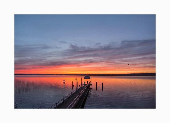 Naturfarbspiele - Die Sonne hinter dem Horizont  verabschiedet sich mit einem Farbenspiel  in den Wolken.,  Bildgröße: 30 x 45 cm       Bildnummer:   013 / R
