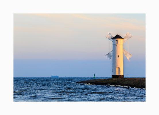 Mühlenbake - Es ist keine Windmühle sondern ein Leuchtturm  an der Hafeneinfahrt von Swinemünde.  Bildgröße: 40 x 60 cm       Bildnummer:   007 / K