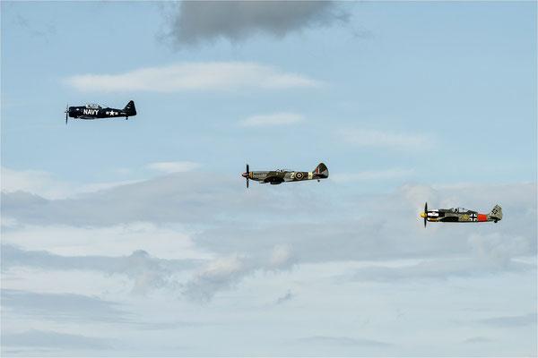 Fotoshooting   Spitfire MK XVIII  -  Fw-190 A8N